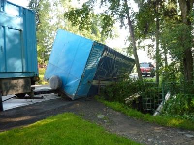 Most v Sukově ulici, jeden z devíti, který čeká na rekonstrukci. Před několika měsíci se probořil pod projíždějícím kamionem. Foto: www.hasicirumburk.cz