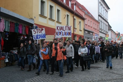 Studenti rumburského gymnázia usilují o nesloučení své školy s odbornými školami v Rumburku. Foto: V. Černý