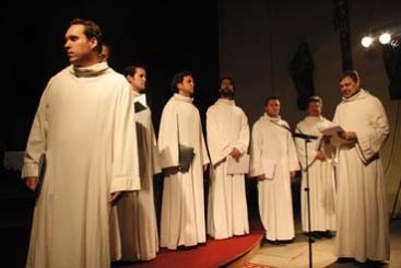 Schola Gregoriana Pragensis - laskavé zastavení a tiché rozjímání uprostřed vánoční vřavy.